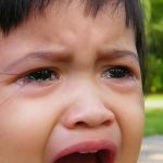 人前で子供が大泣き! 理由別の対応は?