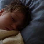 気をつけて! 学童期の子供の睡眠不足
