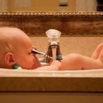 乳児の入浴でお風呂に入る時の関わり方を知っておこう