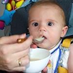 離乳食嫌いの子供、食べさせる3つの方法