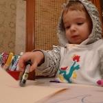 動き回る時期の子供、家事をしつつ教育する方法とは?