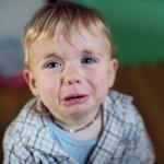 子供が泣いて帰ってきた時の親の対応2つ